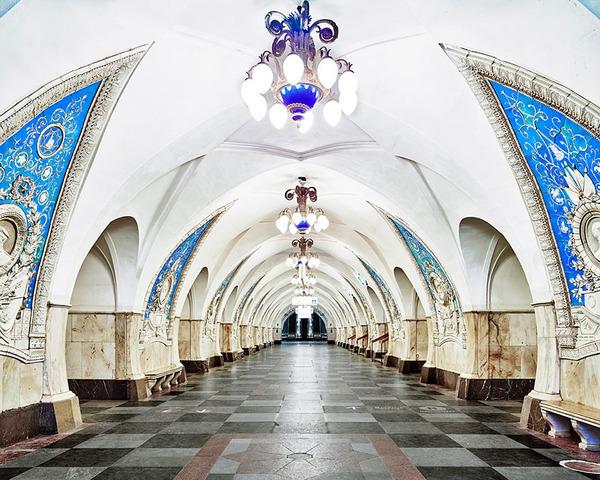 建築美!宮殿のように豪華で美しいロシアの地下鉄の画像 (1)