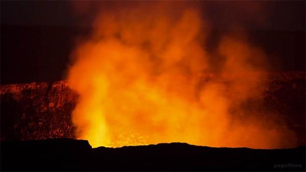噴火したキラウエア火山