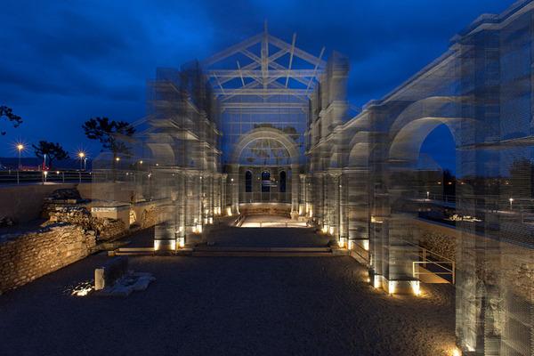 透け透けな教会現る!ワイヤーメッシュ製の建築デザイン (12)