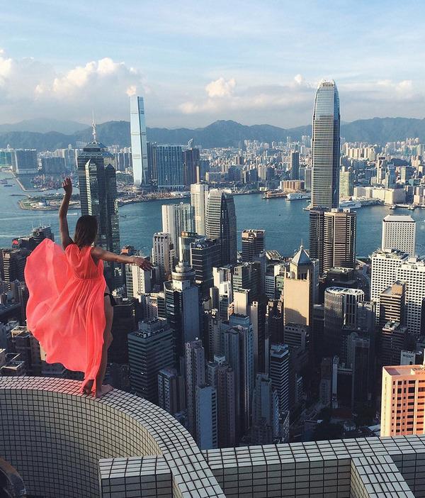 高い所怖い!ロシア女性が超高いビルなどで自撮り画像 (11)