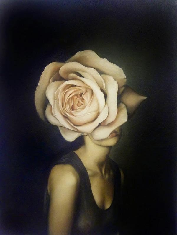 頑なに顔は見せない!顔が隠されたシュールな女性の肖像画 (10)