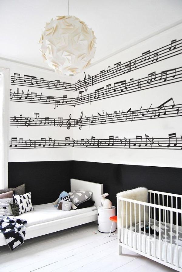 壁の音符で音楽家気分