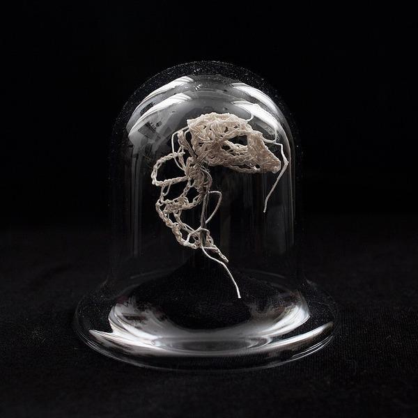綿糸から作られた動物の骨格彫刻 (6)