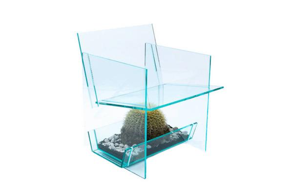 お尻むずむず。透明なアクリルの椅子『サボテンチェア』 (4)