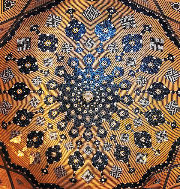 万華鏡のような美しさ。イランのモスクの建築美 (11)