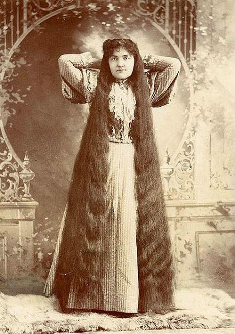 昔の人は髪の毛が超長い!ビクトリア朝の女性の白黒写真 (21)