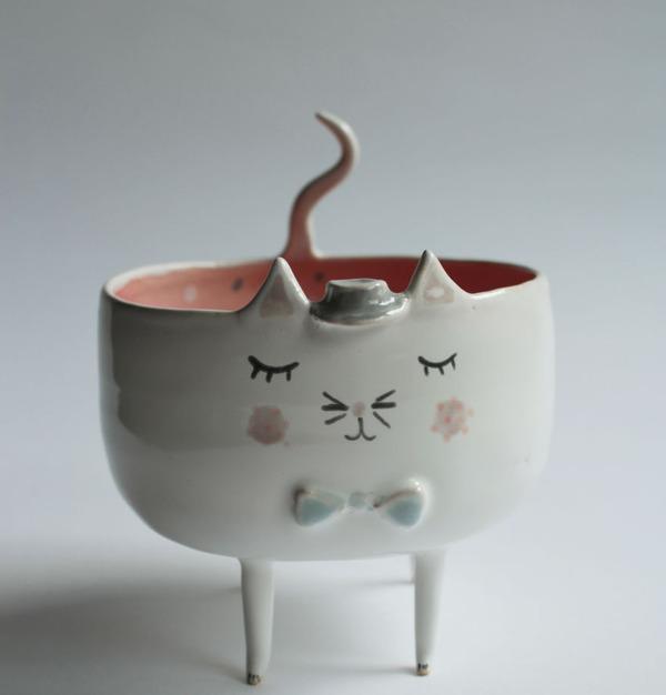 ほのぼのかわいい!瞳を閉じた動物たちの手作り陶磁器 (1)