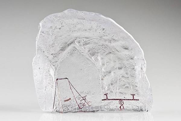 ガラスの中のミニチュア。氷に閉じ込められたような凍結世界 (2)