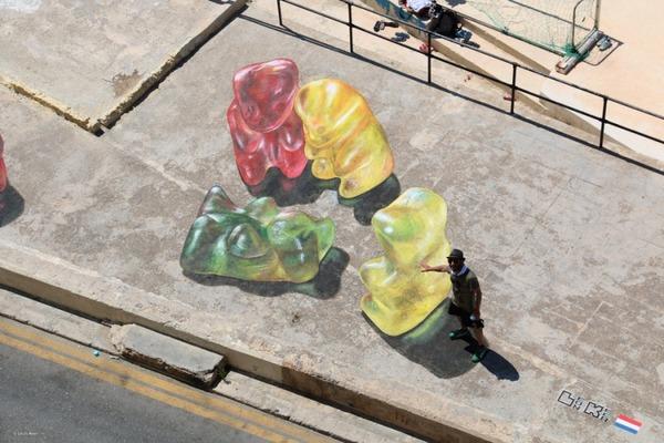 クマのグミのストリートアート (6)