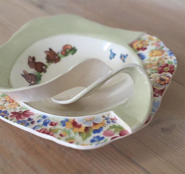 すんごい盛り付けしにくそう。ペロリと捲れた陶器のお皿 (4)