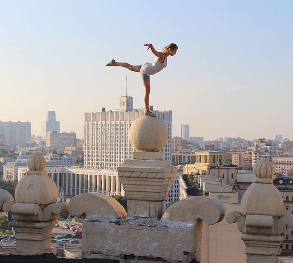 高い所怖い!ロシア女性が超高いビルなどで自撮り画像 (8)