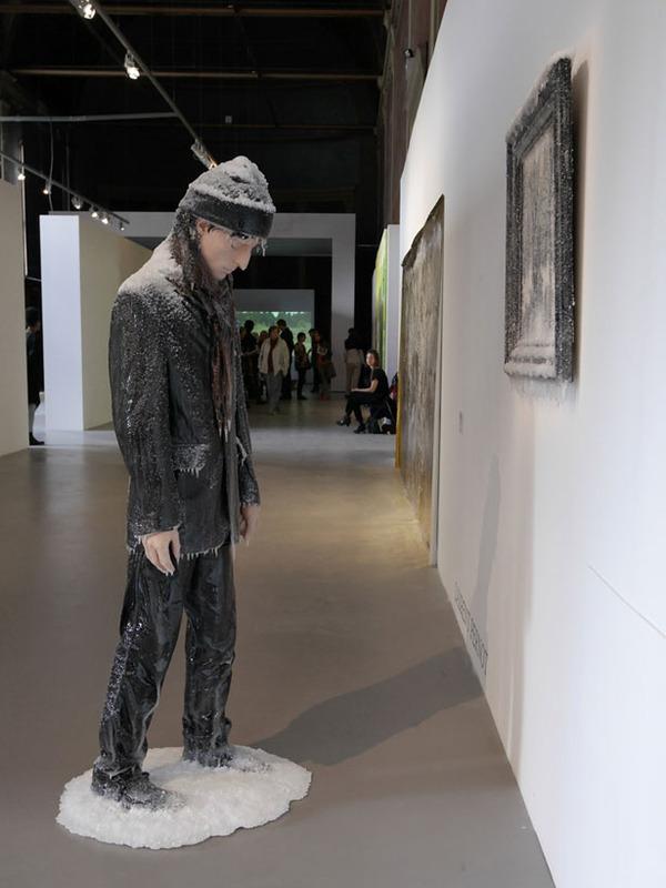 凍えるような寒さが伝わってくる!等身大レプリカと絵画の展示 (7)