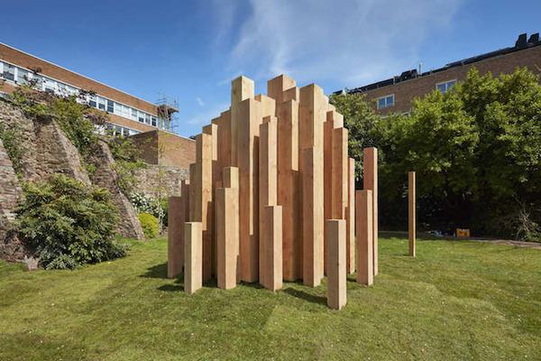 まるで異空間…!膨大な数の木片で構成された秘密の隠れ家 (4)