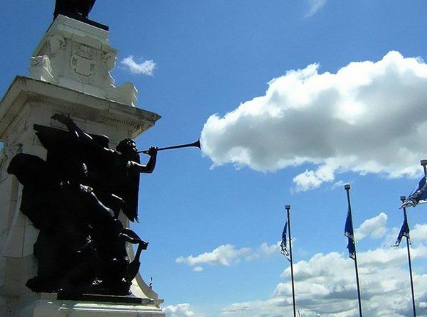 雲を食べる、掴む!ふわふわ白い雲を遠近法で遊ぶおもしろ画像 (9)