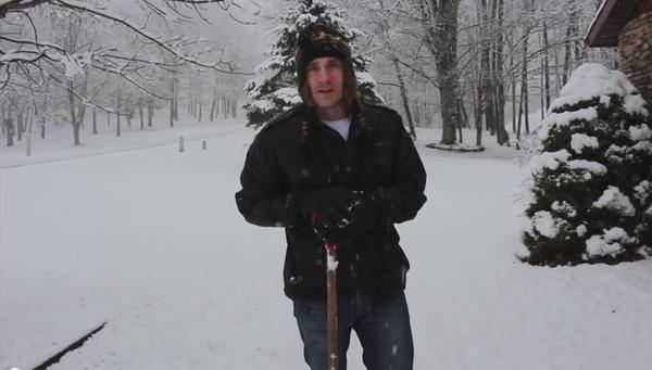 シャベルを使わずに雪かきする方法