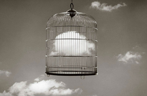 雲を食べる、掴む!ふわふわ白い雲を遠近法で遊ぶおもしろ画像 (8)