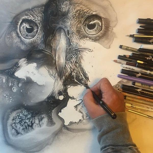 インクを注ぎ、飛び散らせてカオスなイラストレーションを描く (10)