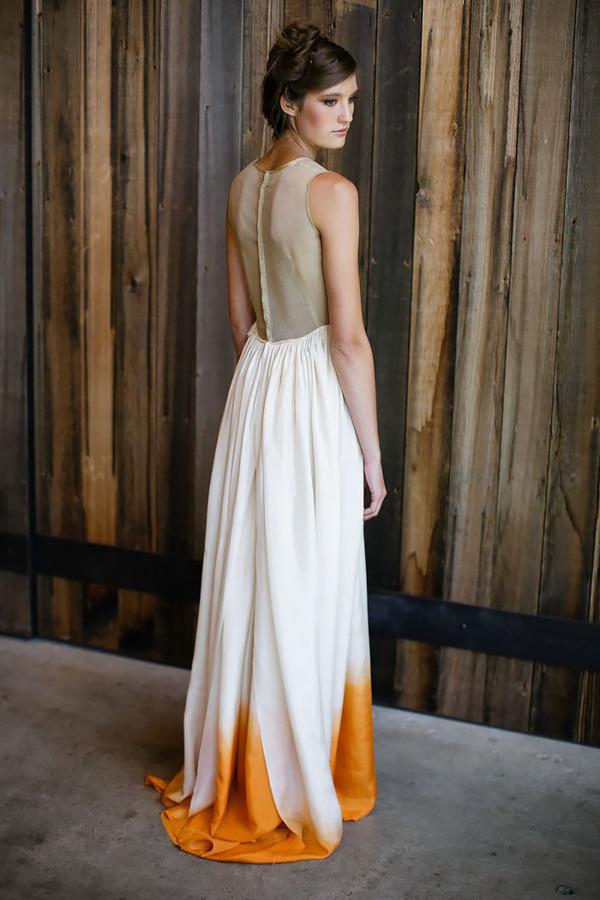 鮮やかなカラーが美しい。色が付いたウェディングドレス (9)