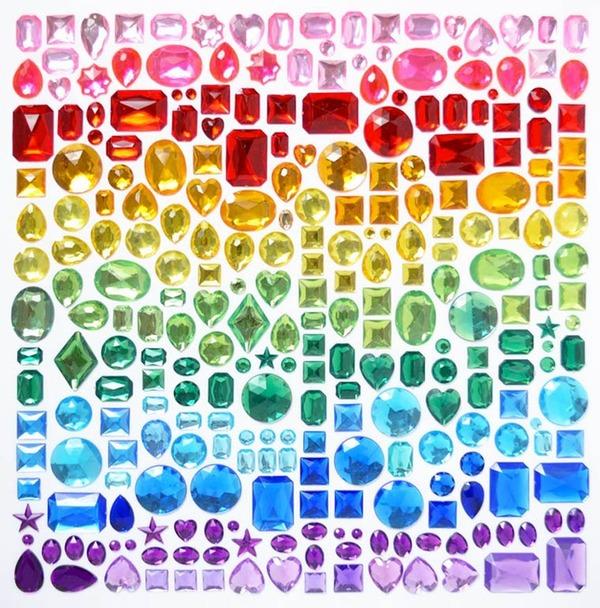 物で虹の色彩を作るアート写真プロジェクト (1)