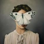 頑なに顔は見せない!顔が隠されたシュールな女性の肖像画