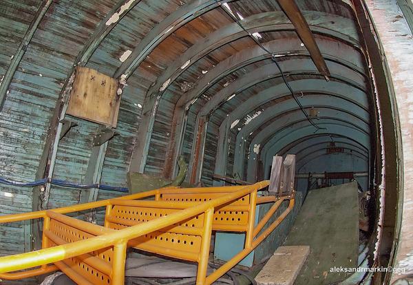 ロシアの飛行場に放棄された木で作られた宇宙船! (7)
