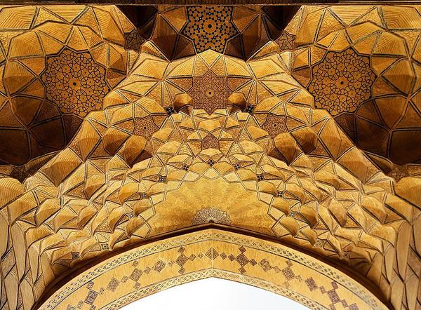 万華鏡のような美しさ。イランのモスクの建築美 (6)