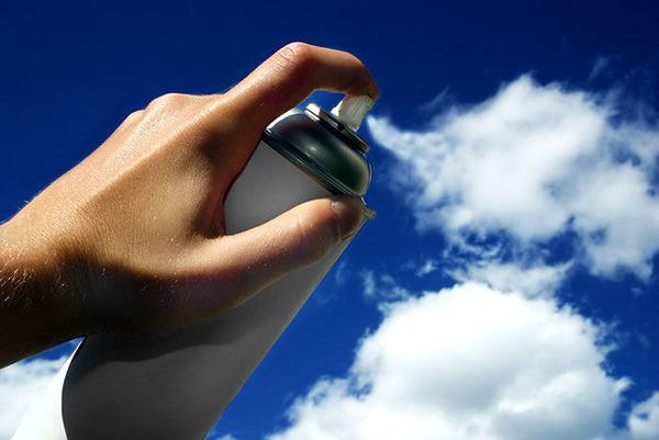 雲を食べる、掴む!ふわふわ白い雲を遠近法で遊ぶおもしろ画像 (1)