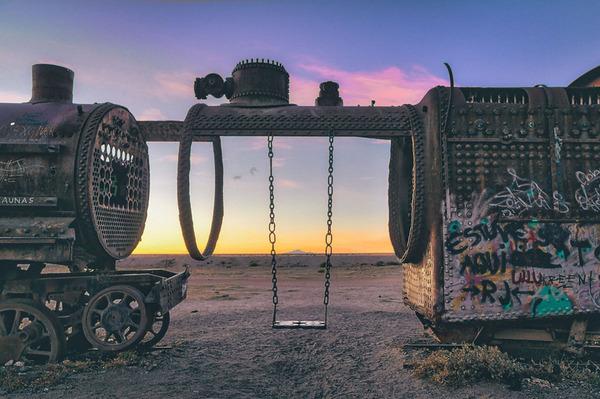 世紀末的な風景。ボリビアで放棄された列車の数々の写真 (6)