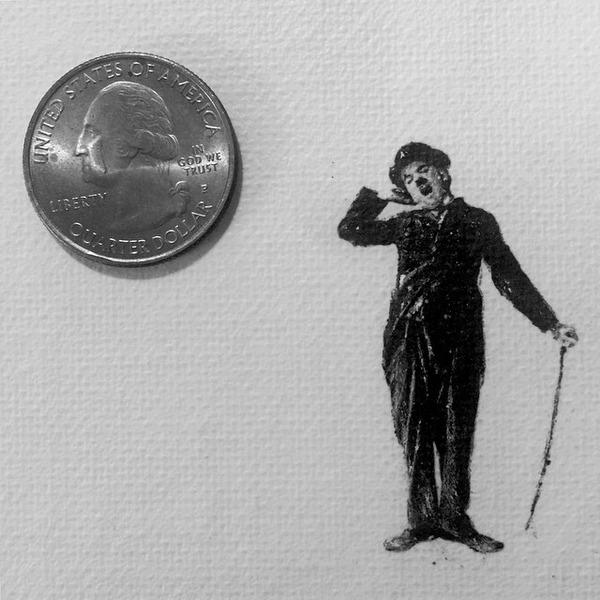 超小さいのに写実的!鉛筆の芯で描くミニチュア肖像画 (1)