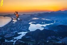 曲芸レベル!恐怖の綱渡り登山と日の出の美しい風景写真