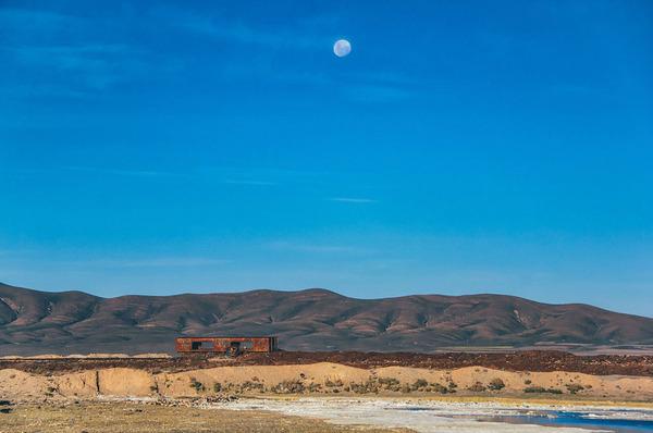 世紀末的な風景。ボリビアで放棄された列車の数々の写真 (12)