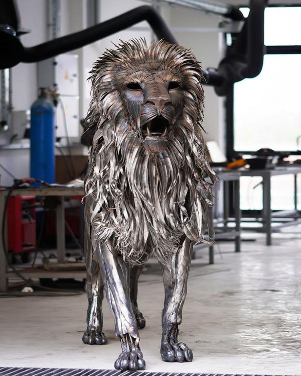 鋼鉄のライオン彫刻、アスラン by Selçuk Yılmaz 5