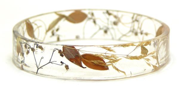 透明な樹脂に花や植物を詰め込んだハンドメイドアクセサリー_ (5)