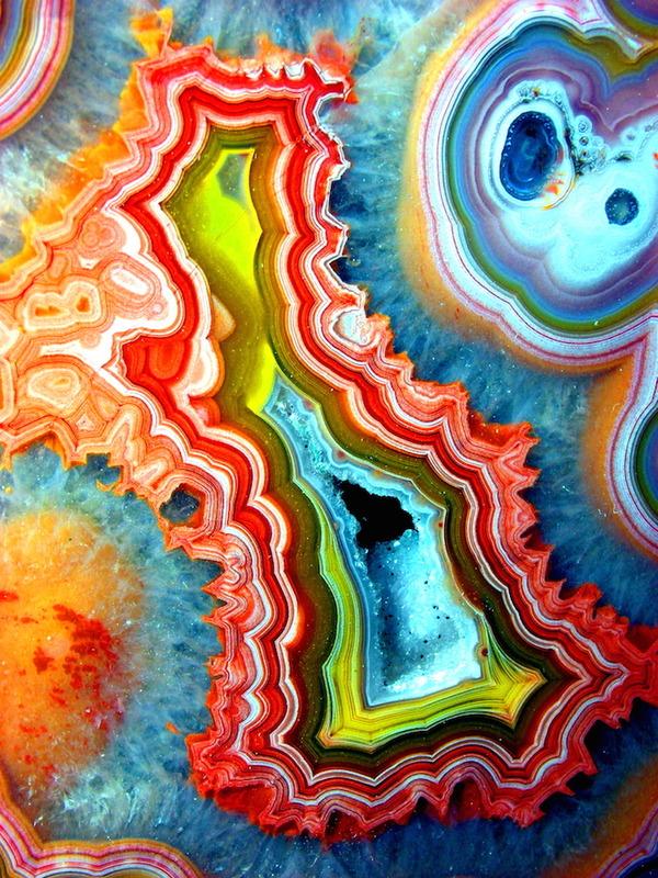 メノウ(瑪瑙)の切断面に宇宙が広がる!宝石メノウの美しさ