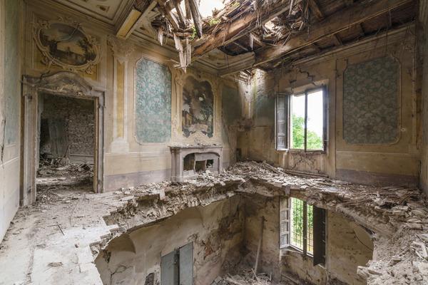 廃墟画像の不思議な魅力。放棄されたヨーロッパの建物 (10)