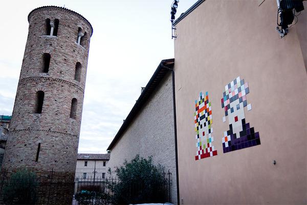 ドット絵の壁画!街を侵略するスペースインベーダー (6)