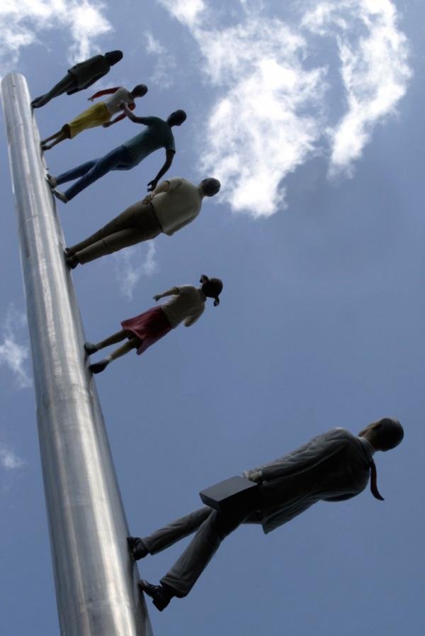 向かって空に歩く人間彫刻 ジョナサン·ボロフスキー 2