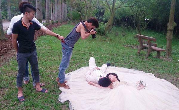 結婚写真の裏で頑張るカメラマンの努力画像 (5)