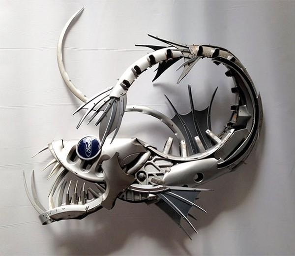 車の金属部品でメタリックな動物彫刻!ホイールキャップ (8)