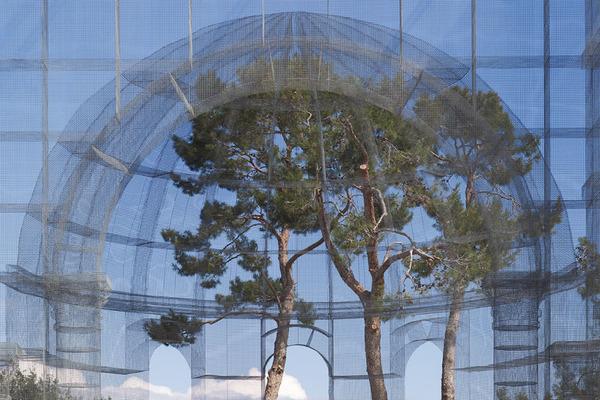 透け透けな教会現る!ワイヤーメッシュ製の建築デザイン (8)