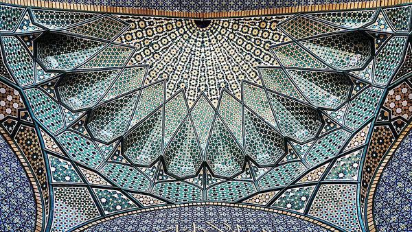 万華鏡のような美しさ。イランのモスクの建築美 (9)