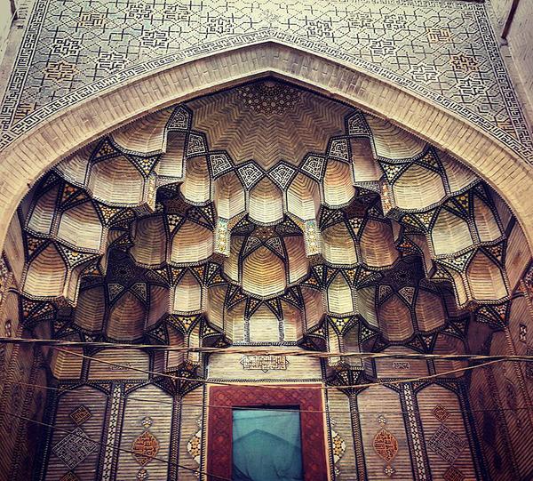 万華鏡のような美しさ。イランのモスクの建築美 (10)