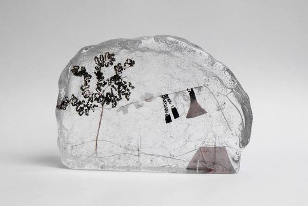 ガラスの中のミニチュア。氷に閉じ込められたような凍結世界 (1)