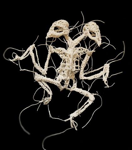 綿糸から作られた動物の骨格彫刻 (7)
