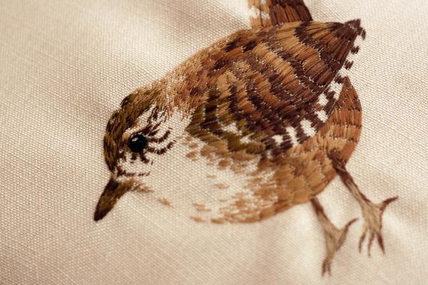 刺繍で作られた小さい可愛い動物 小鳥