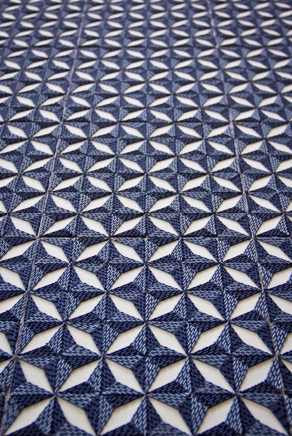 紙のカーペット!丸めて切った紙で繊細な模様を作るアート (4)