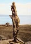 ロマサガのボスっぽい…流木や貝などに宿る女性の彫刻!