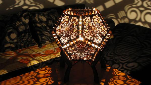 美しい模様が光となって部屋を照らす!レーザーカットのランプ (9)