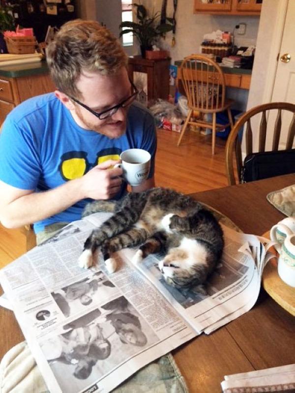 新聞読んでないで僕と遊んでよ