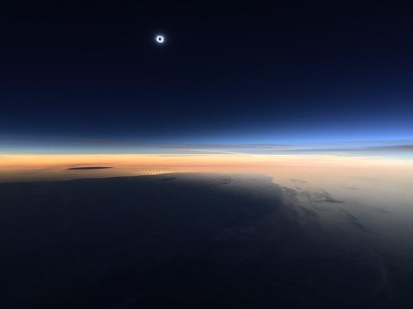 コックピットから撮影された日食3
